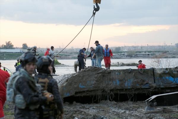 Musul'da Batan Feribot Nehirden Çıkartıldı