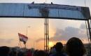 """Basra'da Göstericiler """"Humeyni Caddesi""""nin Tabelasını İndirdi"""