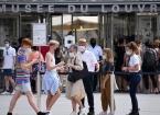 Fransa'da Kovid-19 vaka sayısı en yüksek seviyede